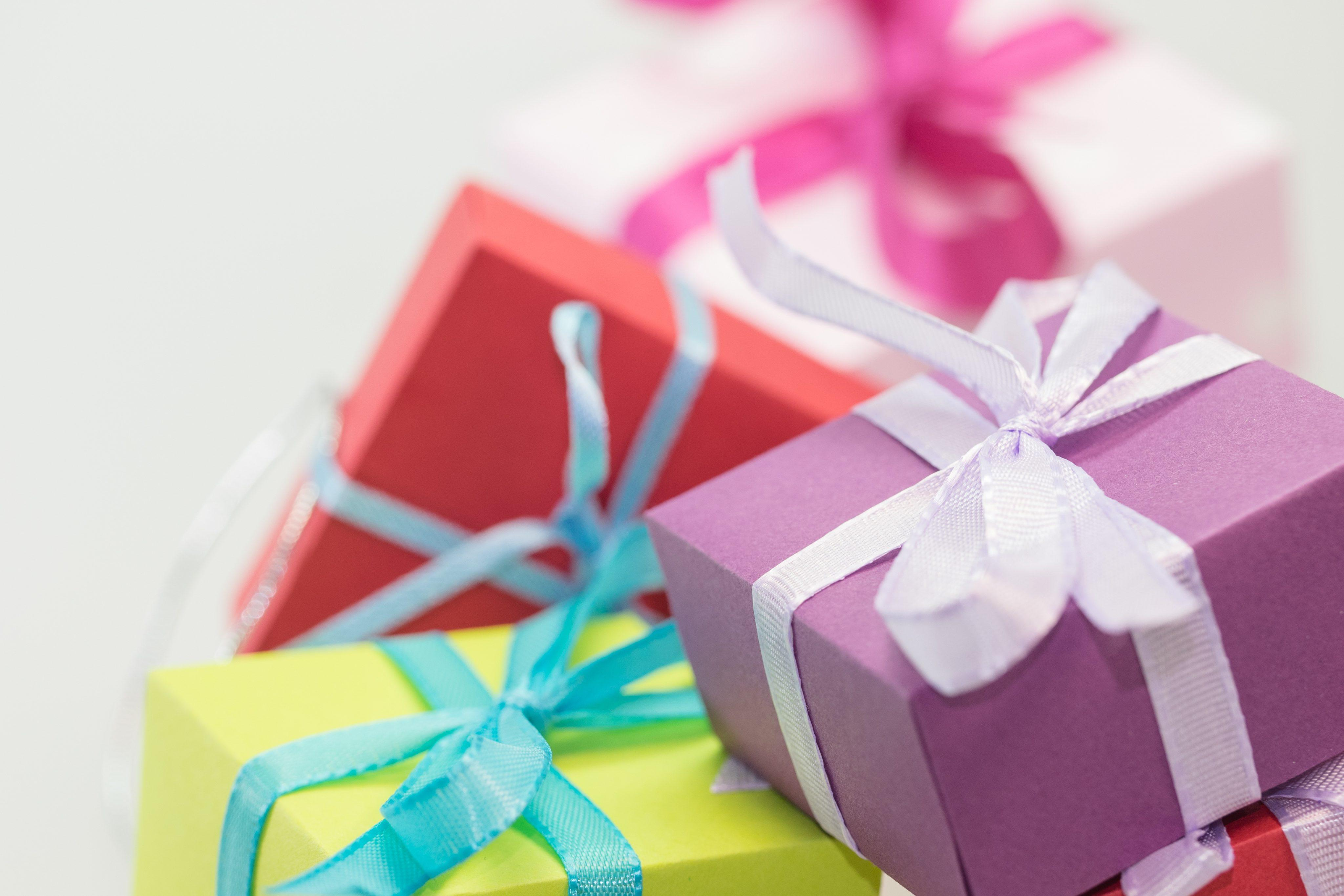 Useless Trivia: 35 historical facts about Christmas presents ...